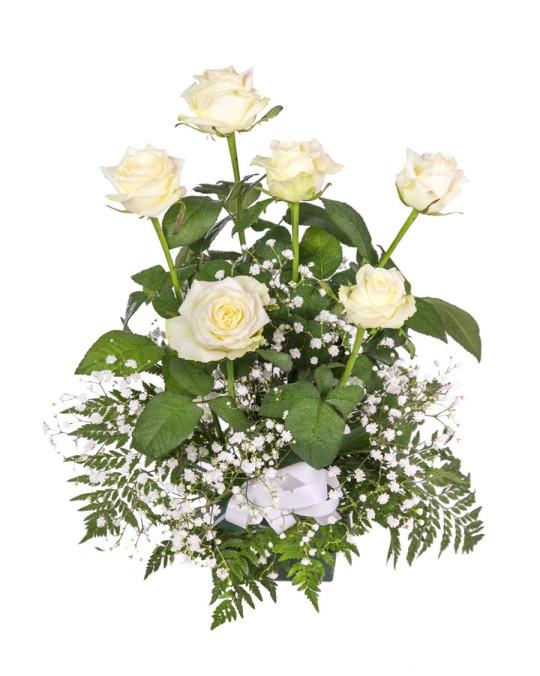 Centro pequeño de rosas blancas