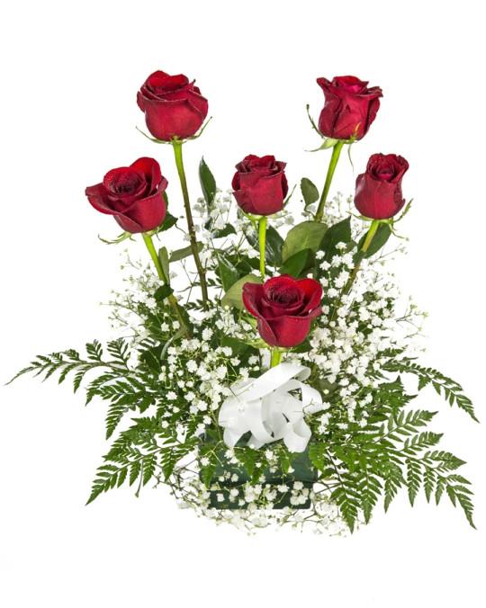 Centro pequeño de rosas rojas
